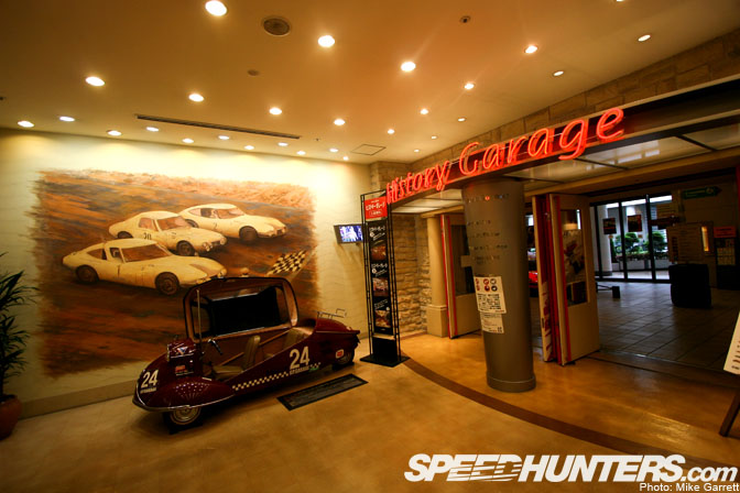 Museums>>toyota's History Garage