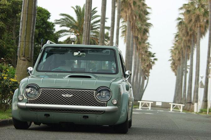 Car Feature>>kustom NissanPao