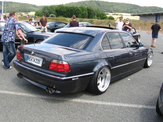 Random Snap>> Lowdown Bmw