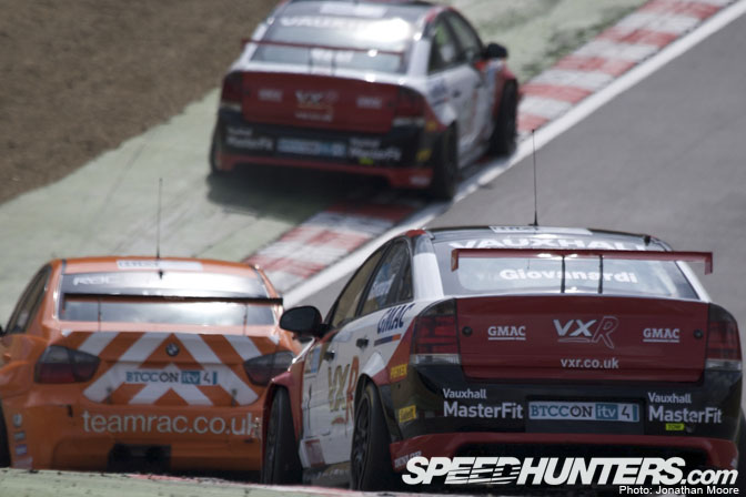 Event>> British Touring Cars Round One