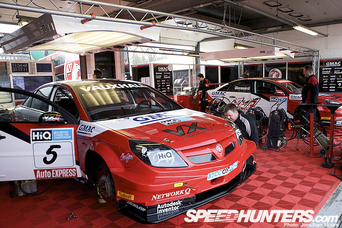 Event>> British Touring Cars Round One Grid &Pits