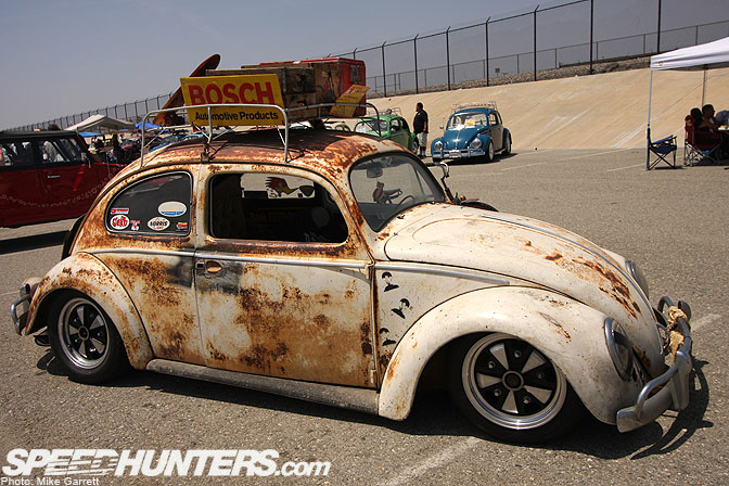 "Car Spotlight>>""hood Ride"" Oval Window Bug"