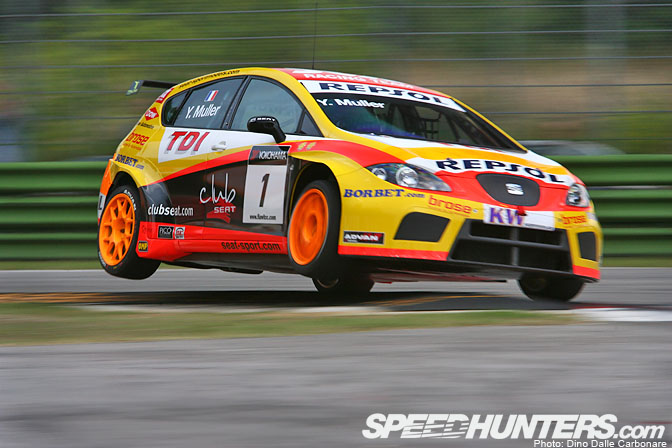 Desktops >> Yvan Muller Flying