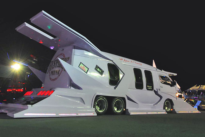Gallery>> Japanese Vanning Madness