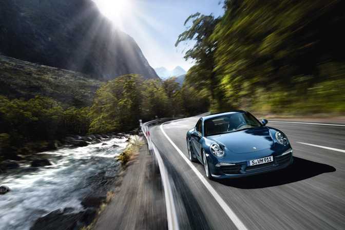 New Cars>> The New Porsche 911 BreaksCover