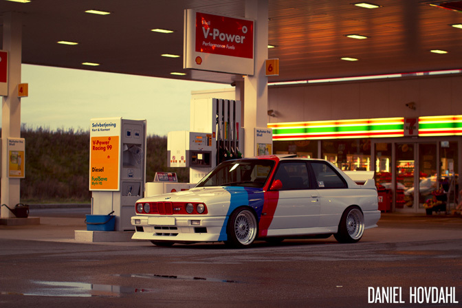 Random Snap>> M5-powered E30 M3