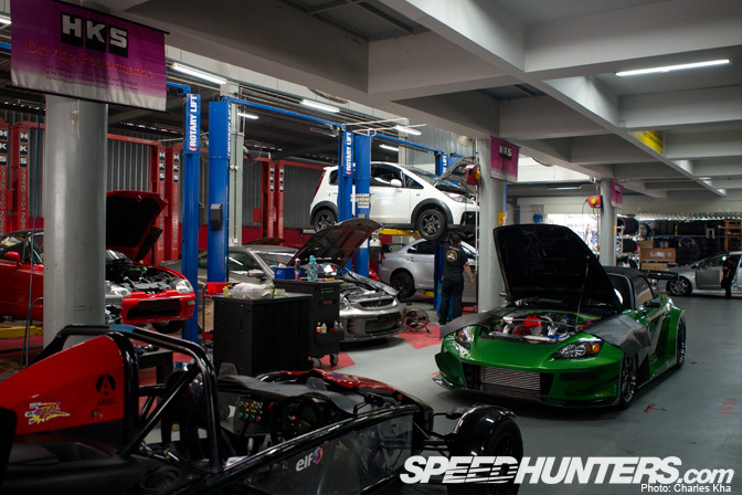 Car builder the cars of hks garage r speedhunters for Garage modification