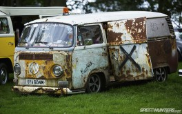 1920x1200 Rusted VW camperPhoto by Jonathan Moore