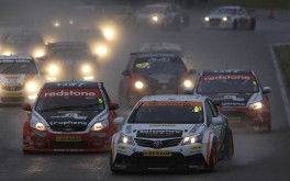1920x1200 BTCC reigns in the rain