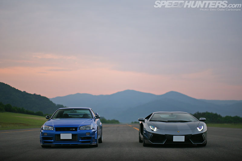 Blue NIssan Skyline R34 GTR and Lamborghini Aventador LP 700