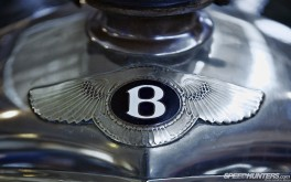 1920x1200 Bentley badge, BrooklandsPhoto by Jonathan Moore