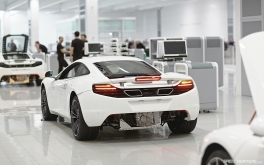 1920x1200 McLaren Production CentrePhoto by Jonathan Moore
