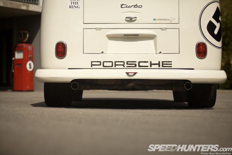 Race-taxi: The Porsche Bi-turbo Bus