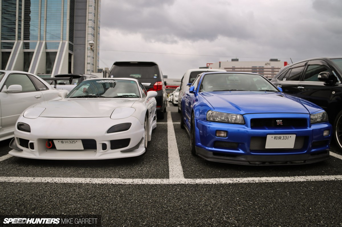 Osaka Auto Messe: Parking Lot Peeking