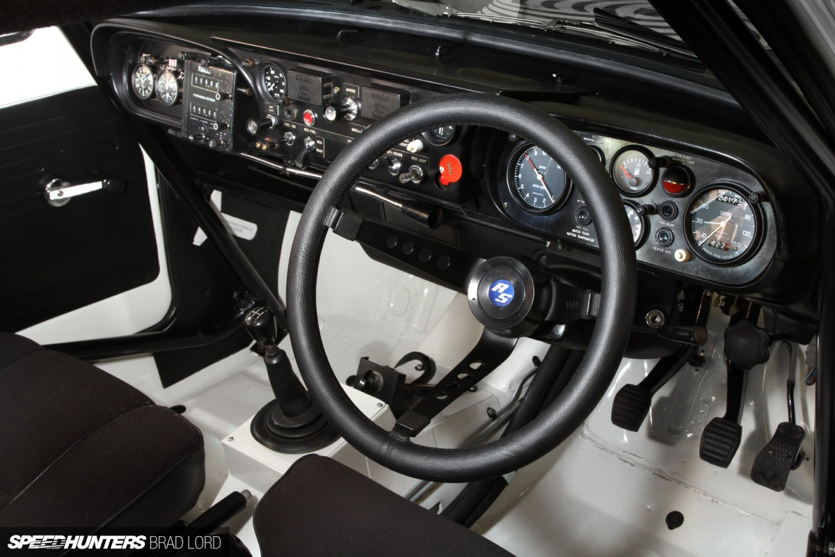 an escort with the works speedhunters. Black Bedroom Furniture Sets. Home Design Ideas