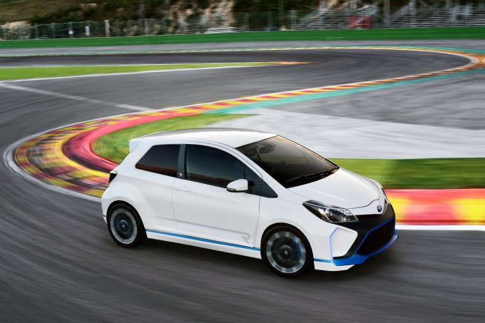 Toyota_Yaris_Hybrid-R
