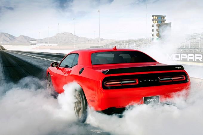 2015_Dodge_Challenger_SRT_Hellcat