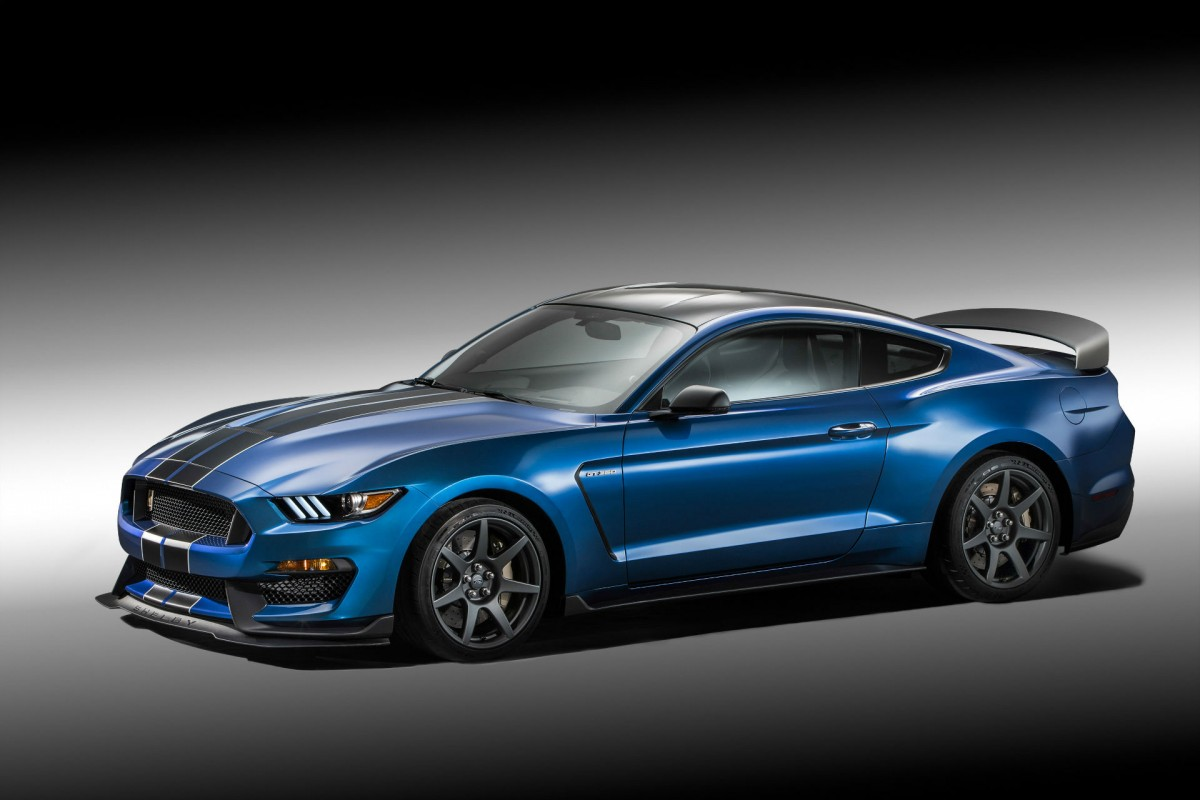 Shelby GT350R: A Street Legal Racecar