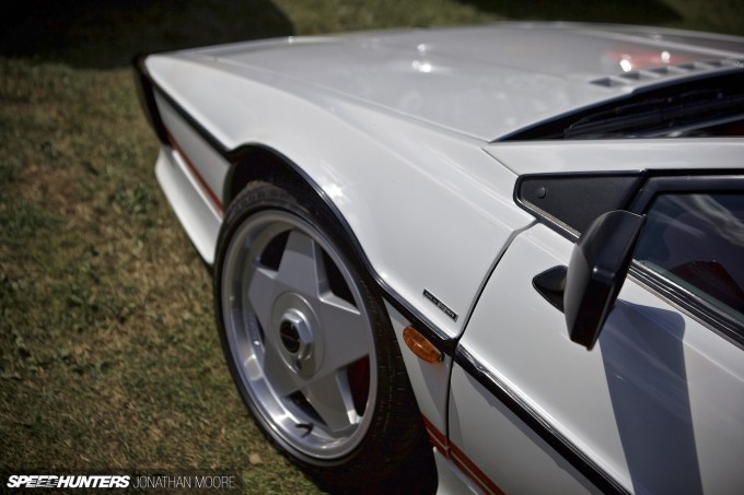 Silverstone_Classic_2015-Lotus_Esprit-003