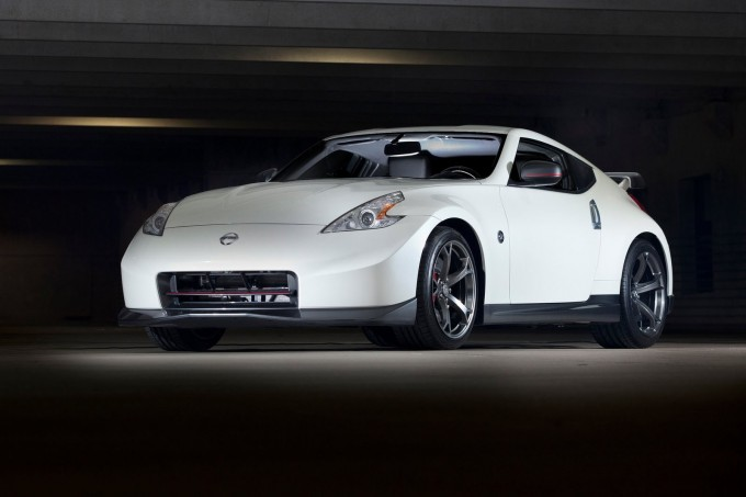 Nissan-370Z_Nismo_2014_1600x1200_wallpaper_03