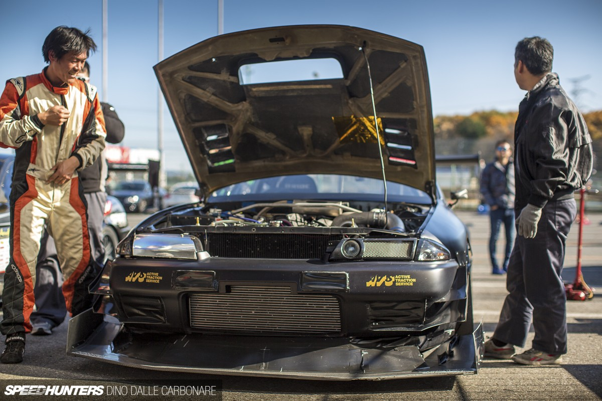 The Rough World: Admix Skyline GT-R