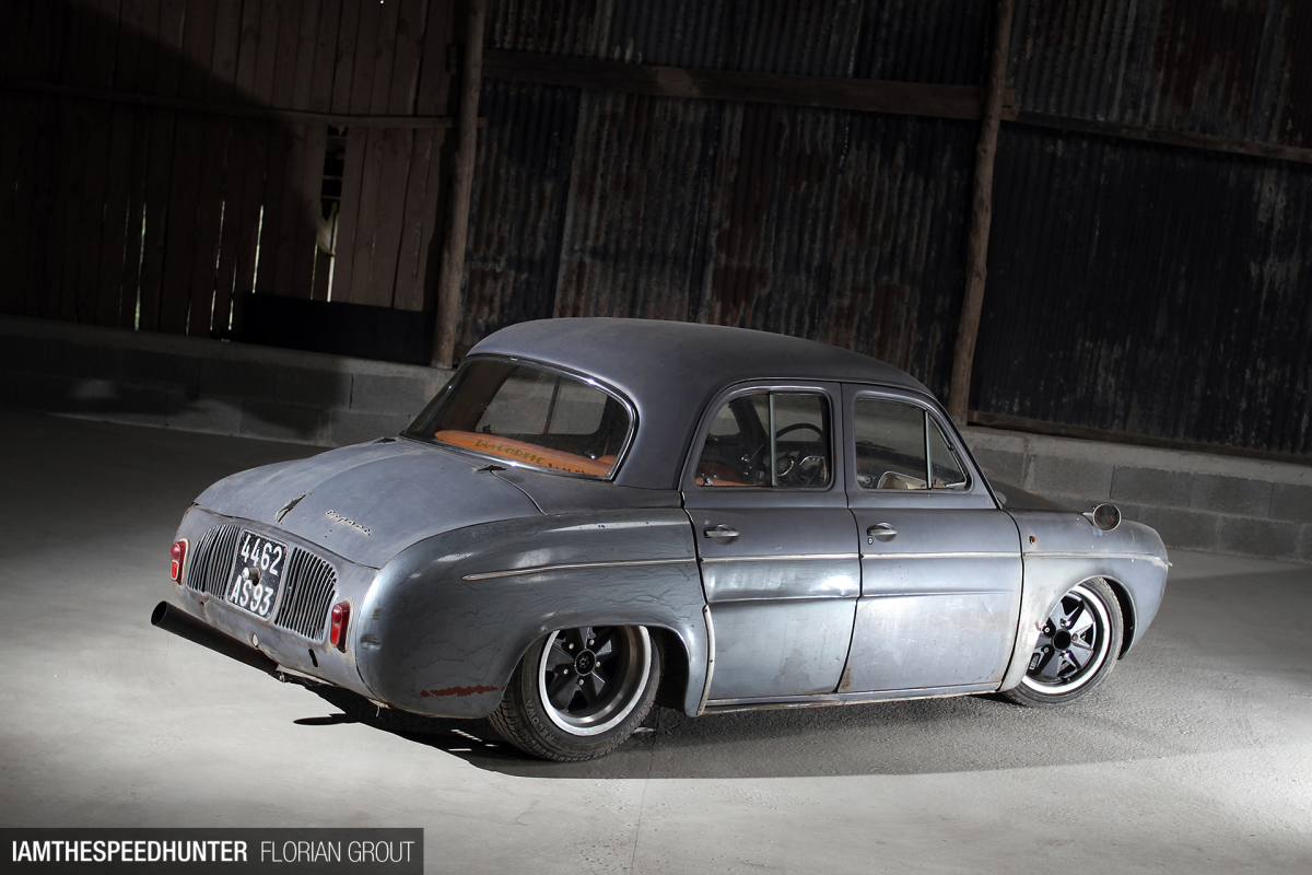 CCS Custom Shop - Page 3 SH_IATS_RENAULT_DAUPHINE_F-GROUT-4867-1200x800