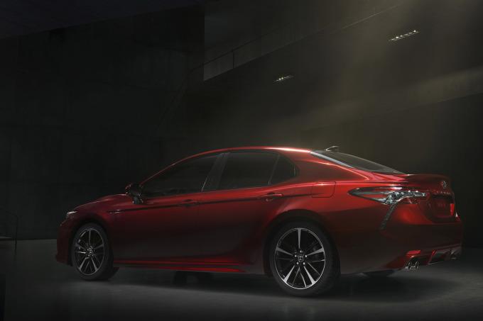 2018-Toyota-Camry-01