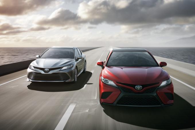 2018-Toyota-Camry-04