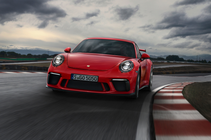 2018_Porsche_911_GT3_Front