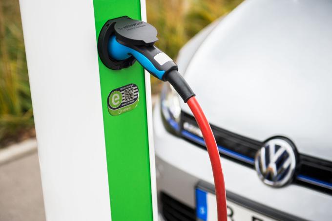 Volkswagen Konzern beteiligt sich an Hubject, der f¸hrenden eRoaming-Plattform f¸r europaweites Laden von Elektrofahrzeugen