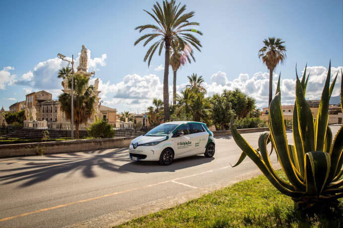 The_Eco_Tour_di_Sicilia_and_Renault_ZOE_help_put_Italy's_cultural_heritage_centre_stage_(3)