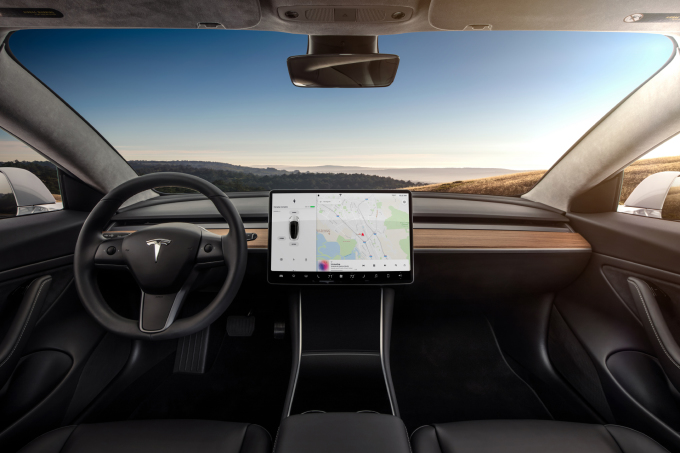 SH_Tesla_Model3_4