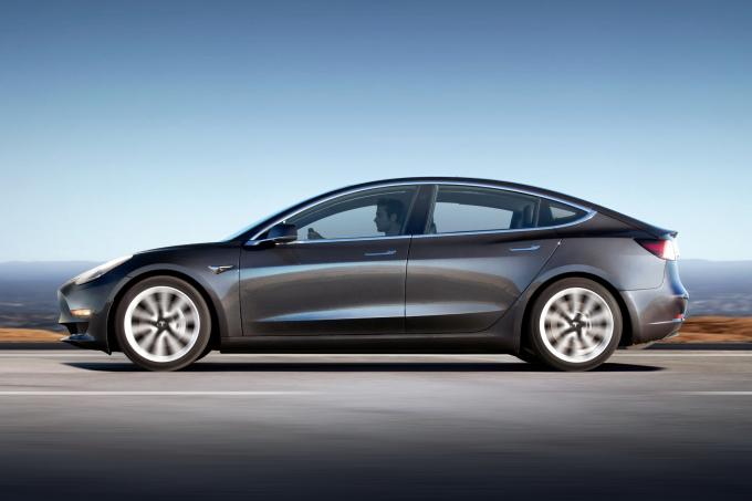 SH_Tesla_Model3_2