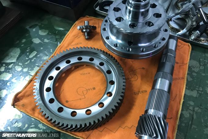 ProjectNSX-gearbox-blakejones-speedhunters-0070