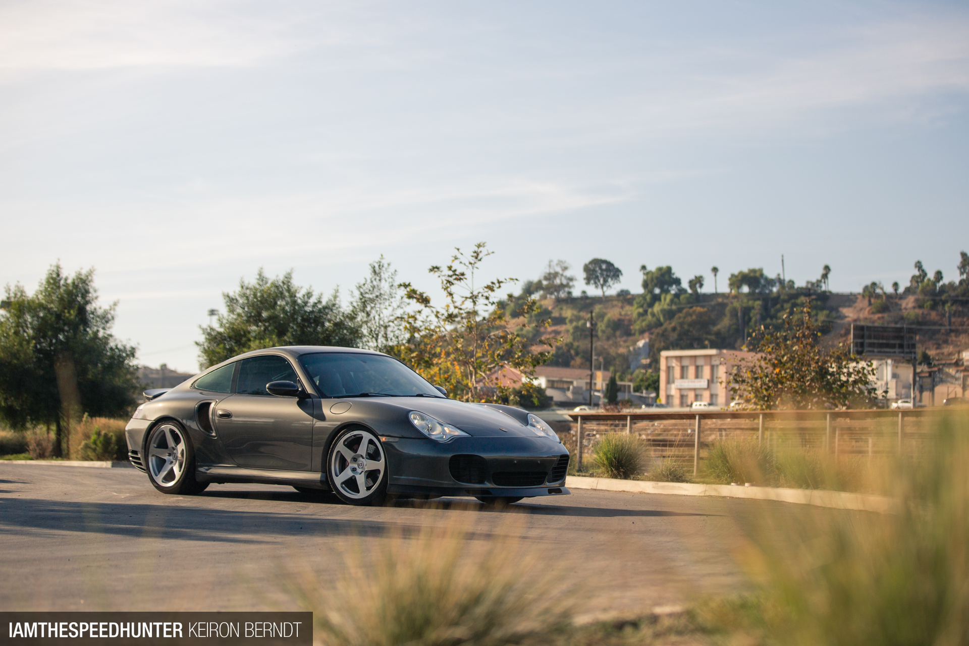 Project 996 Turbo Gets KW's Hydraulic Lift System
