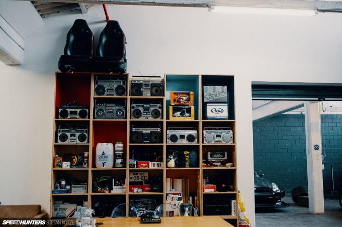 speedhunters-stefan-kotze-garage-kiu-047
