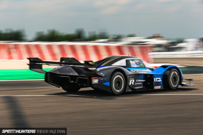 2019-Nurburgring-24-Hour-Race-Coverage_Trevor-Ryan-Speedhunters_033_7714