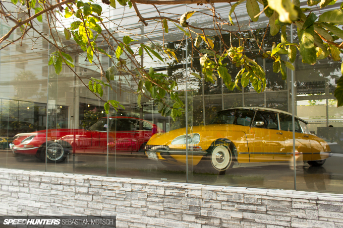 Citroen DS Jaguar E-Type in Bangkok Thailand by Sebastian Motsch