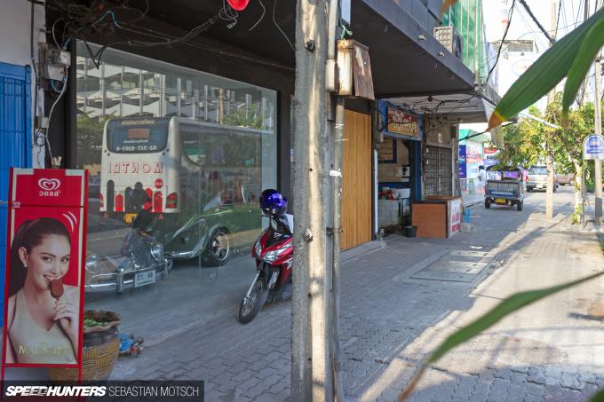 Volkswagen Beetles in Bangkok Thailand by Sebastian Motsch