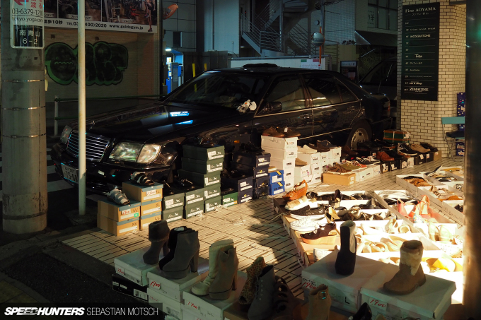 Mercedes-Benz W140 in Tokyo Japan by Sebastian Motsch
