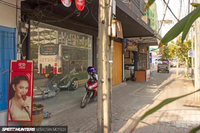 Volkswagen Beetles in Bangkok Thailand by Sebastian Motsch 01
