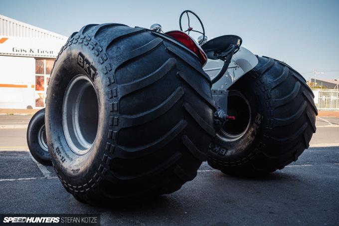 stefan-kotze-speedhunters-monster-tractor-043