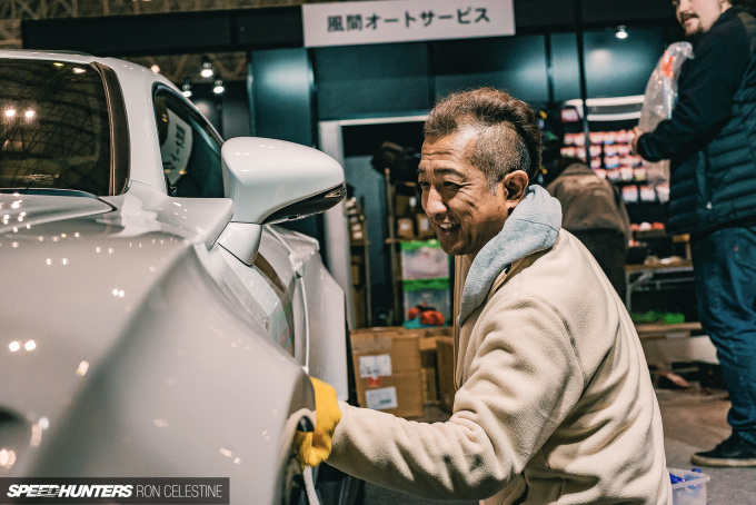 Speedhunters_RonCelestine_TokyoAutoSalon_Cleaning