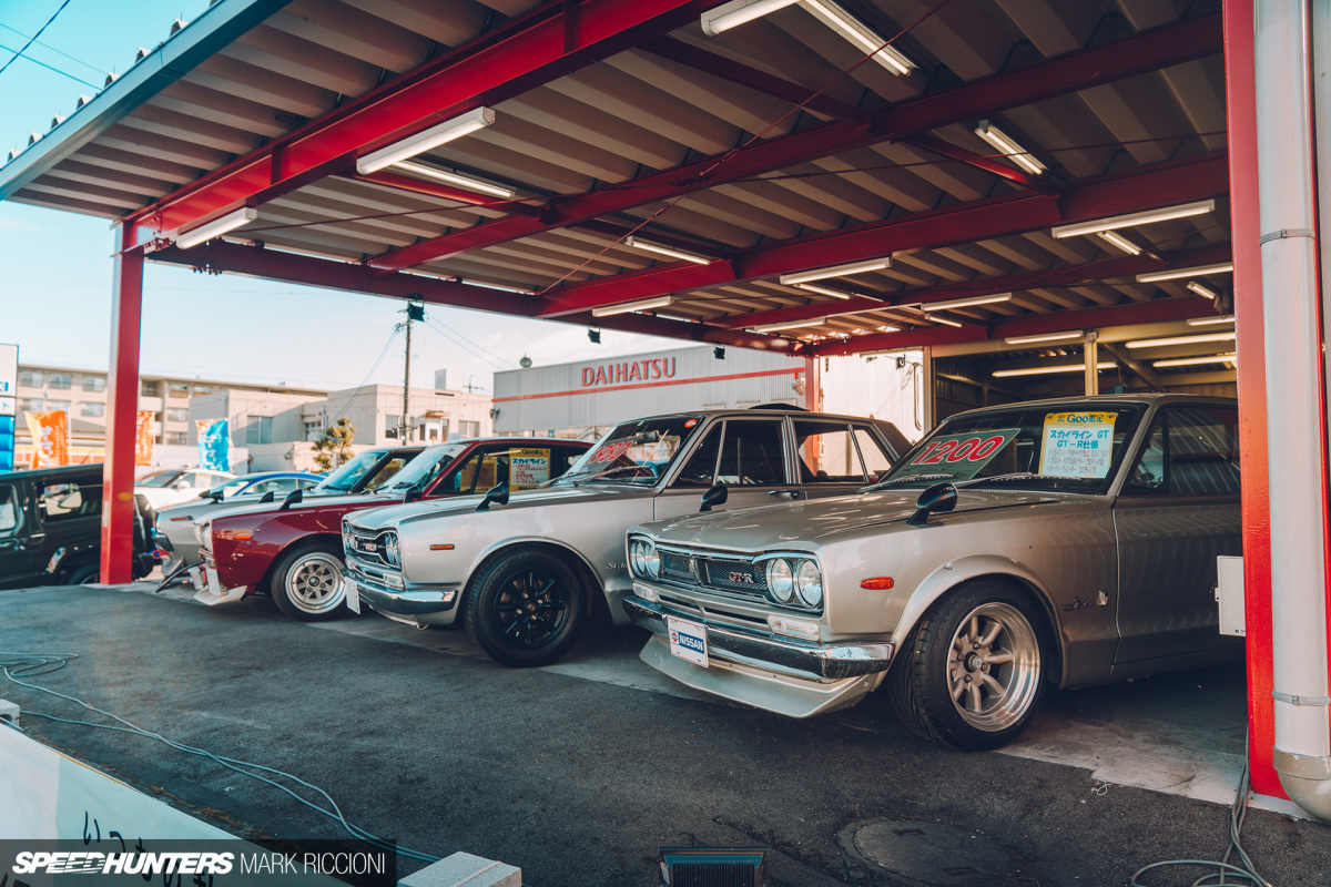 Feast Your Eyes on Japan's Used CarDealerships