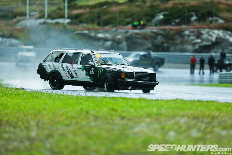 Diesel Fury: The Black Smoke 300td Wagon - Speedhunters